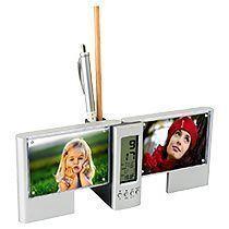 Подставка под ручки с часами, датой, термометром и рамками для фотографий