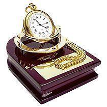 Часы «Магистр» на деревянной подставке