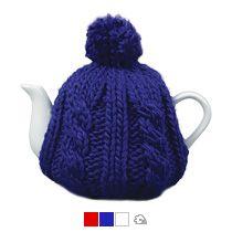 Чайник в теплой вязаной шапочке