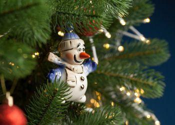 Фарфоровая елочная игрушка «Olaf», на ёлке