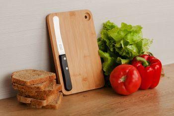 Разделочная доска и нож «Fruhstuck», в интерьере