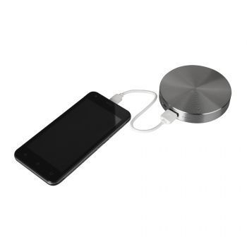 Универсальное зарядное устройство «UFO» (6000mAh), серое, пример использования