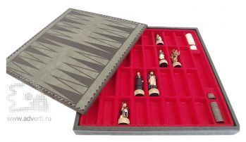 Сувенирные шахматы «Бородино», оборотная сторона доски - поле для нард