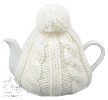 Чайник в теплой вязаной шапочке, белой
