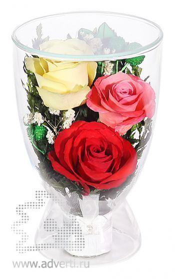 Композиция из красных, желтых и розовых роз