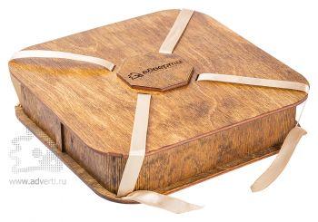 Подарочная шкатулка четырехгранная с лентой
