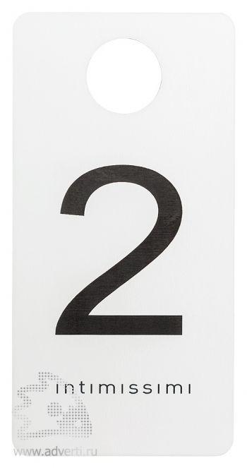 Номерки для гардероба из двухслойного пластика, основа - белый, гравировка - черный, матовые