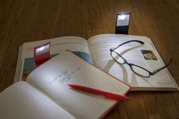 Блокнот с закладкой-фонариком, пример использования