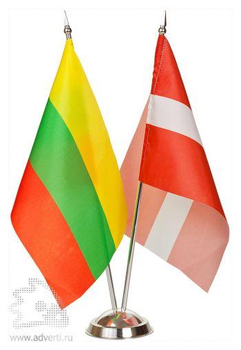 Флажок настольный с 2 пластиковыми флагштоками цвета «металлик»