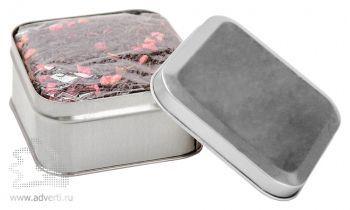 Чай в жестяной банке, коробка серебристого цвета
