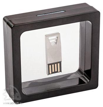 Нано-упаковка для флешки, черная, пример с флешкой
