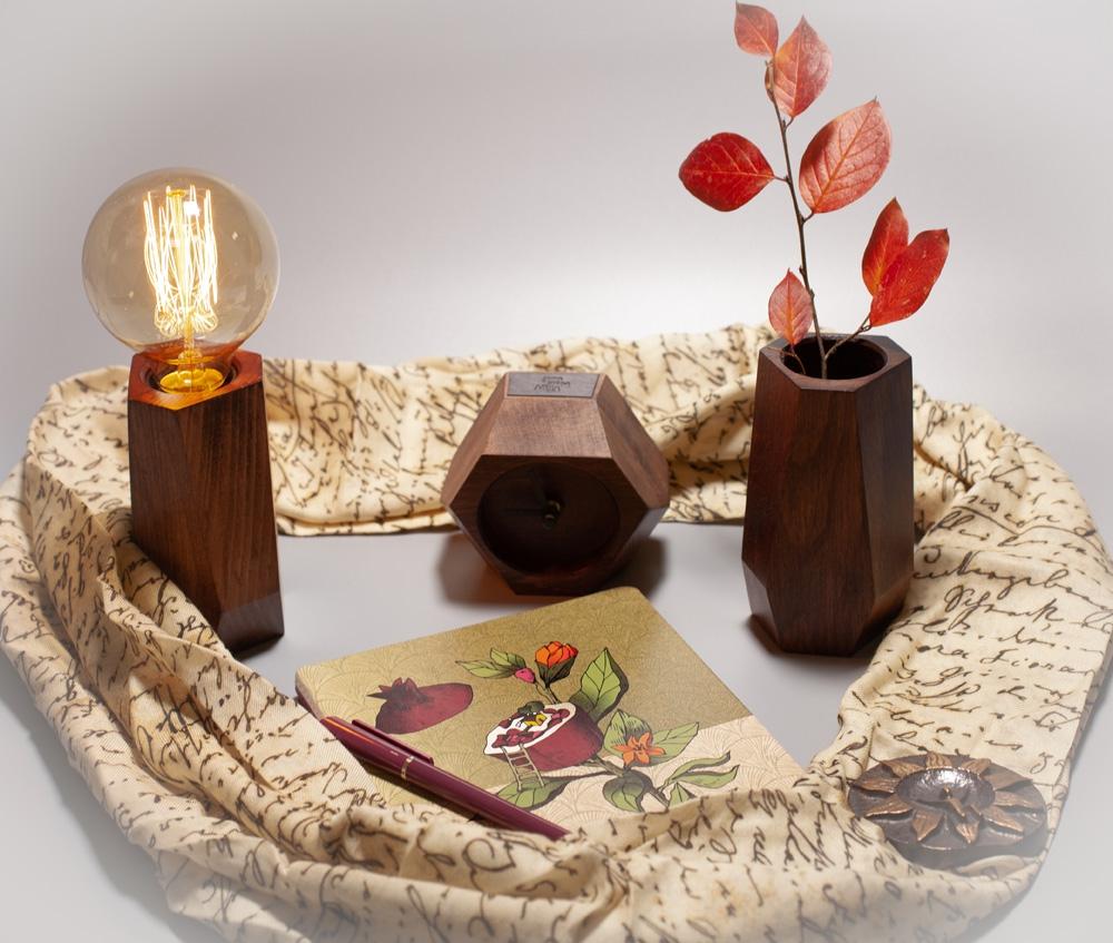Новогодние идеи: свитера и интерьерные подарки