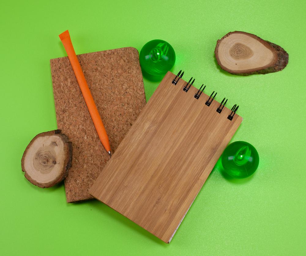 Блокноты с обложками из бамбука и пробки, ручка с корпусом из бумаги